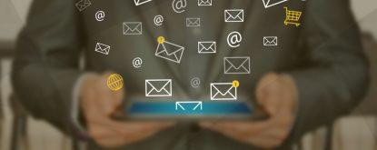 uso do e-mail marketing na tela do tablet